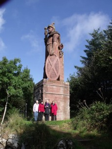 William Wallace Statue with 4 ladies from Arizona